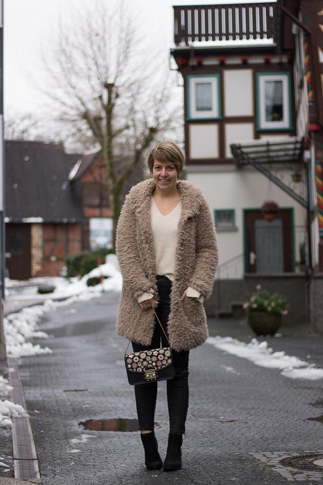 Outfit: Die Sache mit demTeddymantel